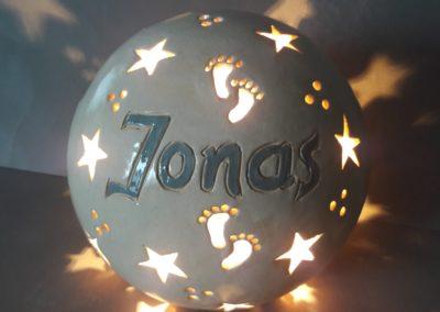 Leuchtkugel mit Namen als Geschenk zur Geburt