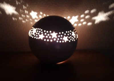 Individuelle Leuchtkugel aus Ton