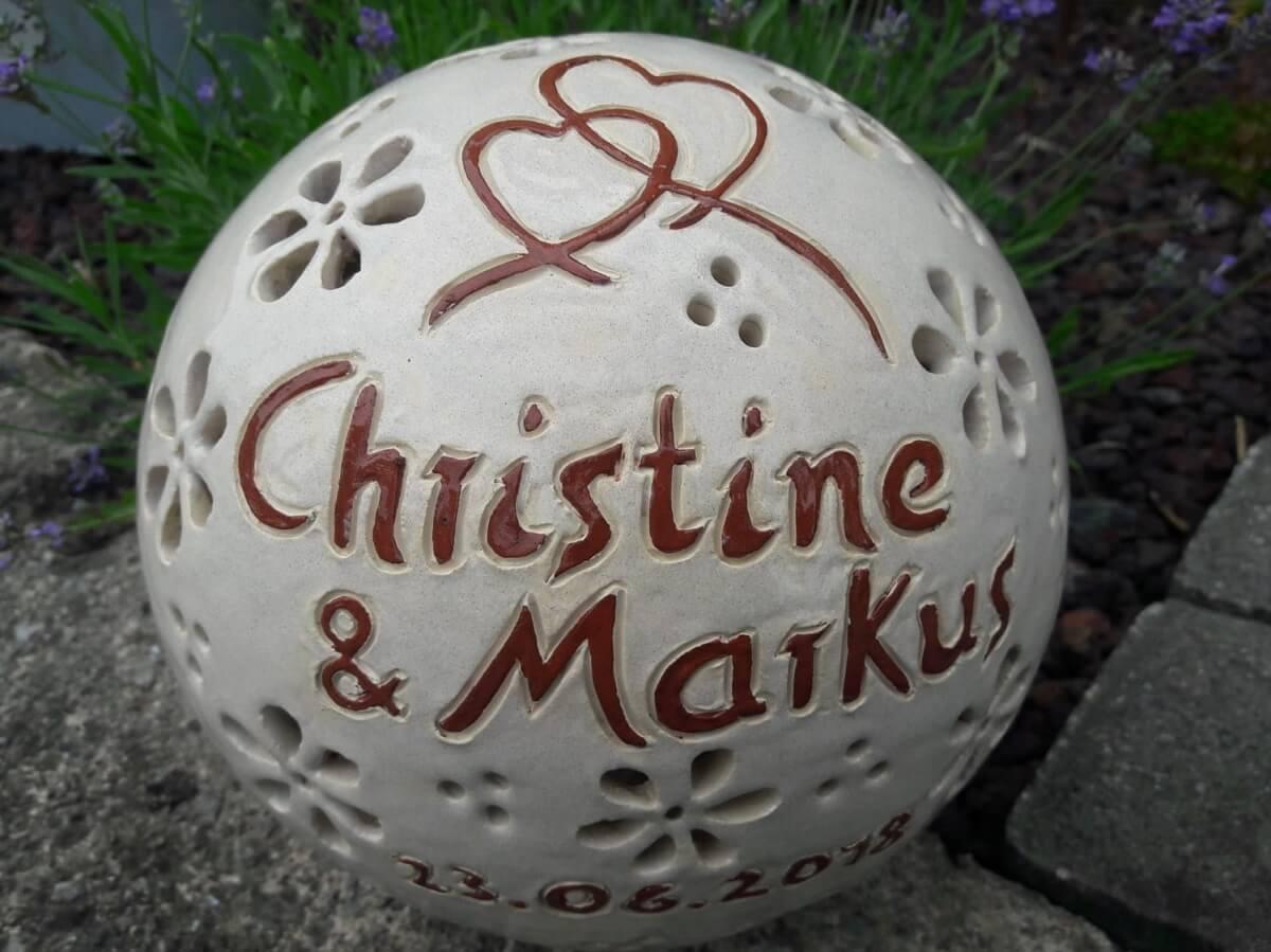Gechenkidee zur Hochzeit: Eine Lampe mit Gravur aus Ton